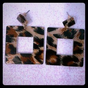 Lucite Leopard Earrings!